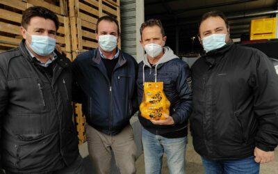 """Bernalda, la solidarietà dell'azienda agricola """"Magna Grecia"""" con un ospite d'eccezione: l'attore Enzo Salvi"""