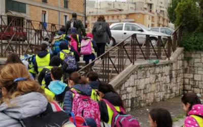 Matera, a maggio ritorno a scuola con il Pedibus. L'iniziativa di mobilità sostenibile di Comune e Uisp estesa agli alunni delle classi prime e seconde della Primaria